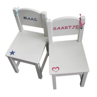 stoeltje met naam Maas en Saartje